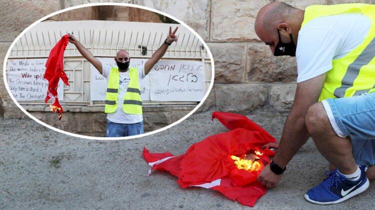 Alçaksınız! Türk bayrağını yaktılar