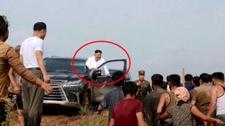 Kuzey Kore Lideri Kim'i çamurlu arazi aracıyla karşılarında gören köylüler ne yapacaklarını bilemedi